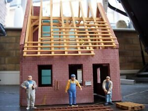 POLA/LGB G SCALE MODEL RAILWAY HOUSE UNDER CONSTRUCTION BUILDING with 4 FIGURES