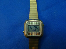 VINTAGE 1970'S ESA SWISS QUARTZ LCD SQUARE LADIES WATCH RUNS