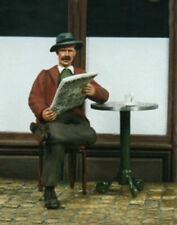 1/35 Scale Civilian sitting reading newspaper With Cafe table and chair