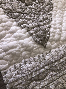 One (1) Pottery Barn Quilted Standard Pillow Sham Abstract White Gray Beige