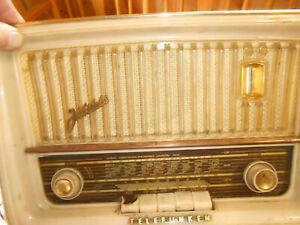 Radio TELEFUNKEN Jubilate 1061 alt und klein