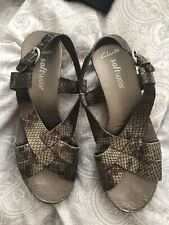Clarks Wedge Sandals Size 4