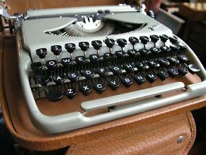 Vintage  groma kolibri qwert typewriter w/case 1950