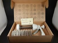The Pampered Chef Cookie Press #1525  - 16 Discs - In Original Box