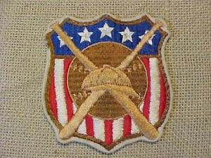 ORIGINAL ANTIQUE VINTAGE EARLY BASEBALL PLAYER SHIELD JERSEY PATCH