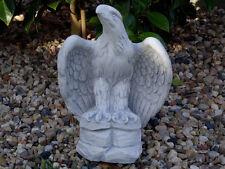 Steinfigur Tierfigur Adler klein offene Flügel grau patiniert