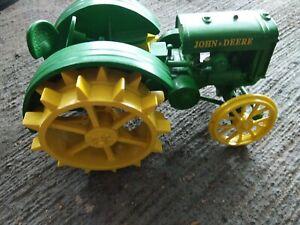 Danbury Mint John Deere Model D Tractor Clock 1:16 for parts missing tire