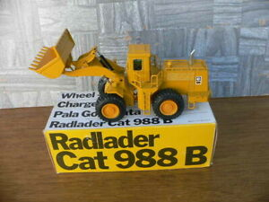 Caterpillar CAT 988B Radlader Wheel Loader 1/50 Scale NZG 167 w/Box W. Germany