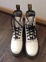 Doc Dr. Martens 36 Schuhe Stiefel Leder Lackleder Weiß 8-Loch Air Wair 1460 25b5e0187d