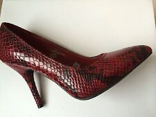 MOSSIMO Women Black and Burgundy Snake Print Fashion Shoes  size 6 New