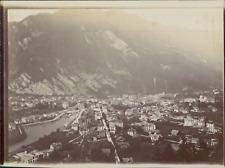 Suisse, Panorama d'une ville au pied d'une montagne, ca.1906, vintage