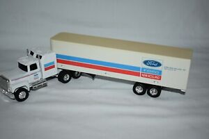 Ertl 1:64 FORD NEW HOLAND Ford Semi Tractor Trailer