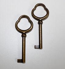 2 Alte Schlüssel Huwil Metallguss hellbrüniert Schrankschlüssel Hohlschlüssel 02