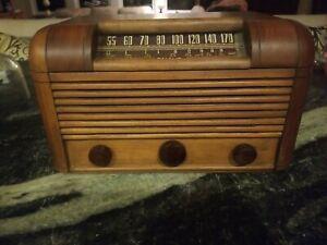 Vintage RCA Victor Model 16X13 AM/SW Tube Radio Working!