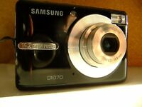 Samsung D1070 10.2MP Digital Camera - black