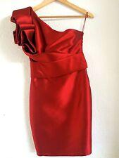 Superbe tapis rouge robe MARCHESA