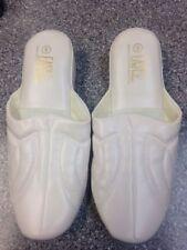 Nice Women Easy USA Slippers white  Size 6  bedroom slippers