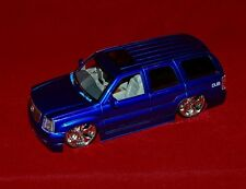 Die Cast Model 1:18 CADILLAC ESCALADE 2002 Purple Color