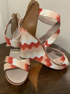 Missoni Shoes. Wedge Platform Sandals With Wavy Patterns And A Rear Heel Zip