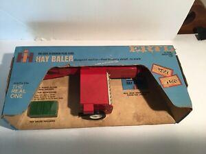 Ertl Vintage hay baler International Harvester 4476941