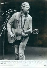 1980 Press Photo Country Icon Willie Nelson Playing Trigger Guitar 1980s