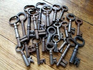 MIXED LOT OF 21 OLD ANTIQUE METAL~IRON~STEEL~KEYS FOR DOOR~DRAWER~CABINET~BOX
