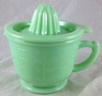 JADITE GREEN GLASS 2 CUP CAPACITY MEASURING CUP JADEITE JUICER REAMER LID