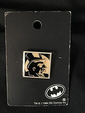 1990's WARNER BROTHERS STORE BATMAN PINBACK ON CARD THE PENGUIN HARD TO FIND
