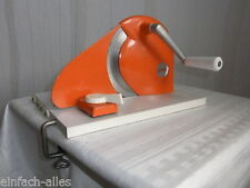 DDR 70er Jahre Brotschneidemaschine Geka klappbar Orange mit Tischbefestigung
