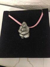 Gorilla r87 Peltro Inglese emblema su una collana di corda rosa fatta a mano