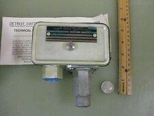 3 pieces Detroit Switch pressure p/n 220-10 control sp/st   New