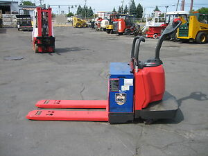 "2007 RAYMOND  MODEL #840 JACK , 6000LB CAP , 24V W/ BATTERY & CHARGER ,48"" FORKS"