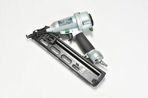 "Hitachi NT65MA4 2-1/2"" 15Ga Pneumatic Finish Nailer With Hard Case"