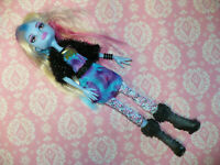 ABBEY BOMINABLE PICTURE DAY Monster High Doll with CLOTHING and SHOES BOOTS
