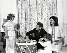 PRESIDENT JOHN F. KENNEDY WITH JACQUELINE AND CHILDREN - 8X10 PHOTO (OP-617)