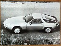 PORSCHE 928 S PRESS PHOTOGRAPH CIRCA 1980 BLACK & WHITE