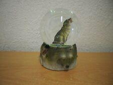 """Mittelgroße Schneekugel """"Wolf"""" (Kunstharz/Glas)  Medium Snow Globe """"Wolf"""" (SR)"""