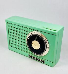 Beautiful Green OLYMPIC 666 Vintage Transistor Radio Japan All Original