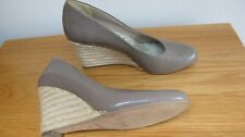 CLARKS SIZE 6 BROWN PATENT LEATHER COURT SHOES WEDGE HEEL SLIP ON EU 39