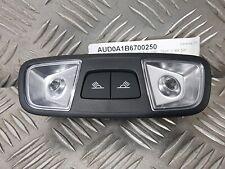 """Plafonnier arrière """"bouton noir"""" Audi A1 8X 5p. de 2012 à 2019 - 8U0947111A 6PS"""