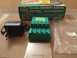 Batterie Chargeur de Piles AAA - AA - C & D - Écologique, Économique