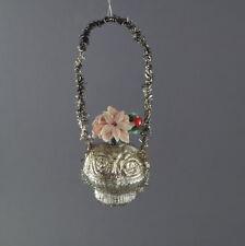 Alter Christbaumschmuck, Blumenkörbchen mit leonischen Drähten um 1920 (# 3863)