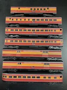 Athearn Bluebox Southern Pacific Daylight Cars HO Scale