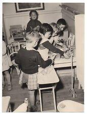 PHOTO ANCIENNE Classe de Maternelle École Écolier Élève Dinette Jeu Jeux Cuisine