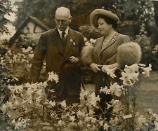 Londres 1949, la Reine au Chelsea Flower Show Vintage silver print Tirage arge