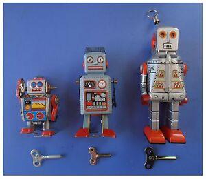 Robot in latta carica a molla modello vintage di tin walking toy no transformer