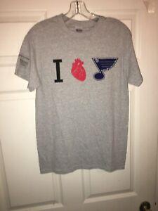 Brand New ST LOUIS I Love BLUES NHL HOCKEY GAME SGA T-SHIRT RARE Size SMALL GRAY