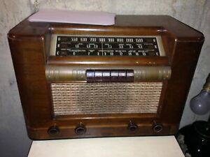 Vintage CORONADO Short Wave Tube Radio Wood Cabinet -Working and Real Nice !