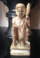 Ancienne statue représentant un bouddha ou sage Art thailandais Inde Chine