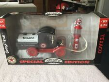 1999 Gearbox 1:24 TEXACO 1912 Ford Oil Tanker Metal Coin Bank & Gas Pump